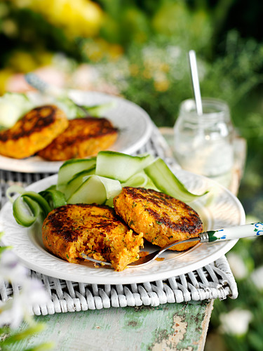 Carrot and coriander burgers with cucumber salad