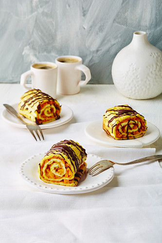 Stuffed oopsie rolls with a carrot and mango filling (low carb)