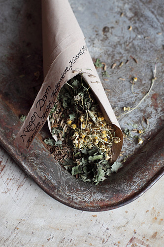 Mix-it-yourself medicinal teas for stomach flu (chamomile, fennel, caraway, peppermint and lemon balm)