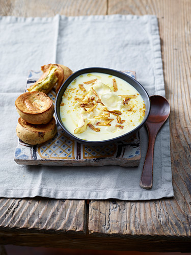 Parsnip soup with curry powder