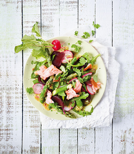 Salmon and asparagus salad with radishes and beetroot (low carb)