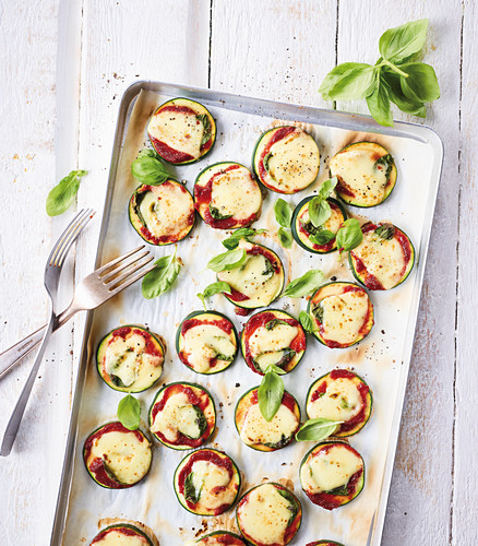 Mini courgette pizzas on a baking tray (low carb)
