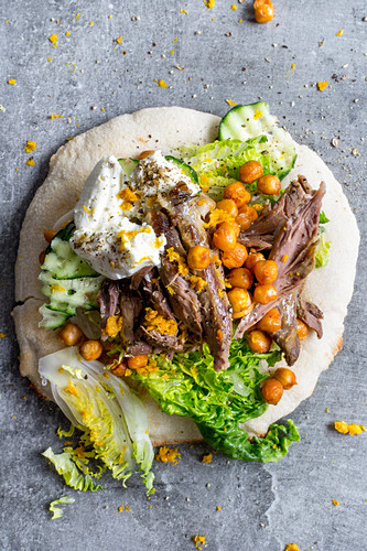 Pita bread with lamb, chickpeas and labneh (Greek)