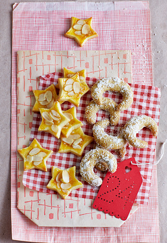 Sugar-free nut stars and coconut biscuits