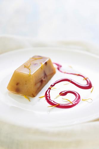 Birnenpudding mit Schokolade und Trauben