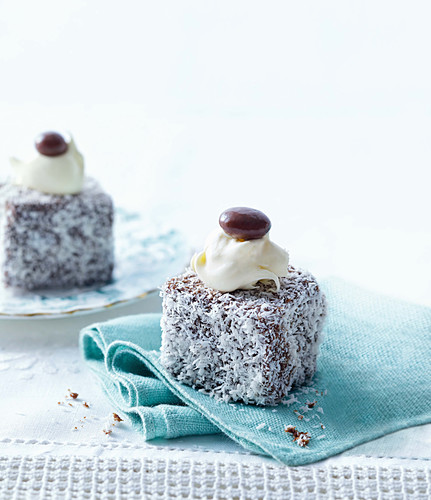 Kleine Cappuccino-Lamingtons zum High Tea