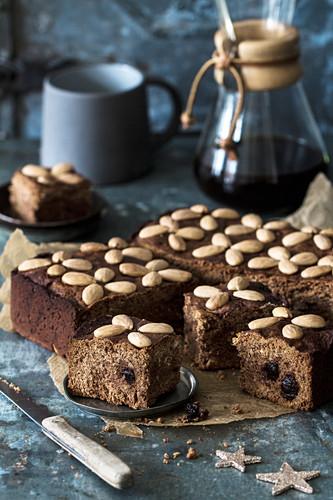 Honey cake with almonds (Christmas)