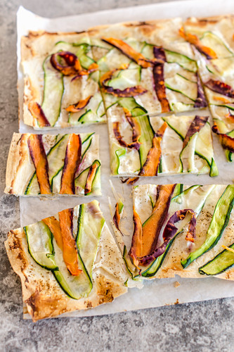 Crunchy filo pastry pizza with ricotta, carrots and zucchini