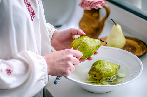 Pear in the hands of hostess