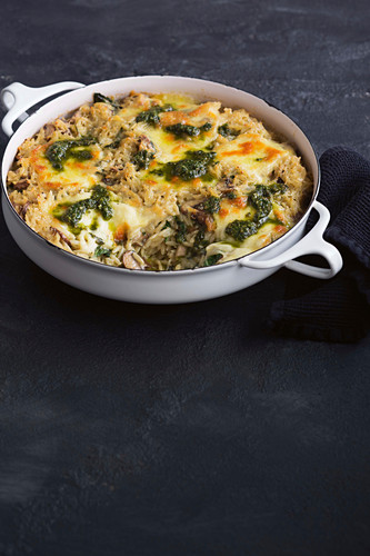 Cheesy mushroom and pesto risoni bake