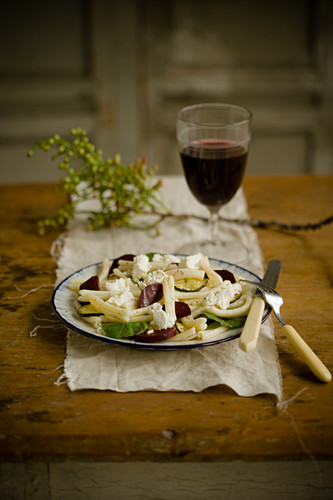 Pasta salad with beetroot, goat's cream cheese and honey dressing