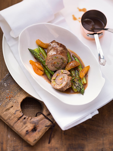 Beef roulade on asparagus and apricots