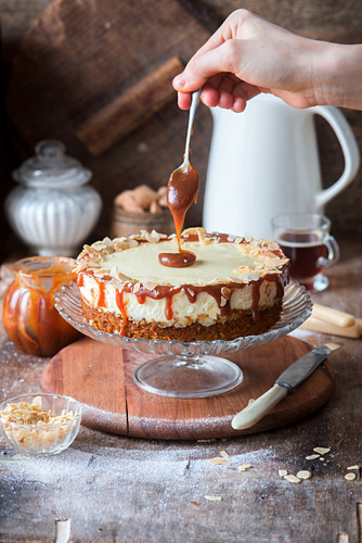 Carrot cake cheesecake with salted caramel