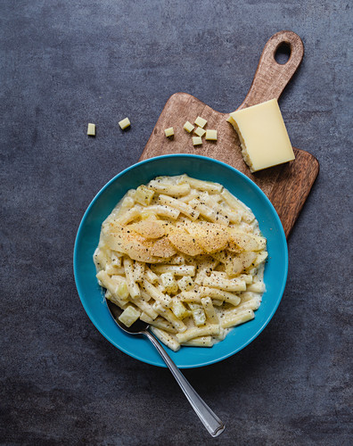 Älplermagronen (a dish from the Swiss Alps made from pasta, potatoes, cheese, cream and onions) with pear compote