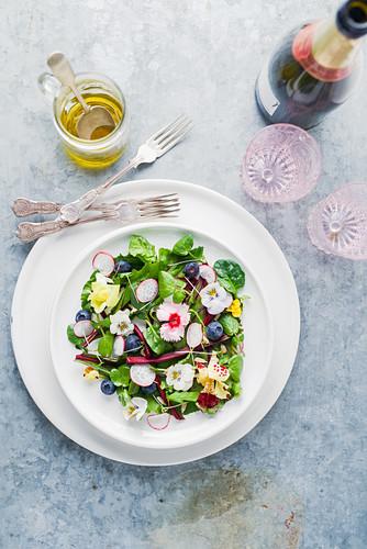 Edible garden flower salad