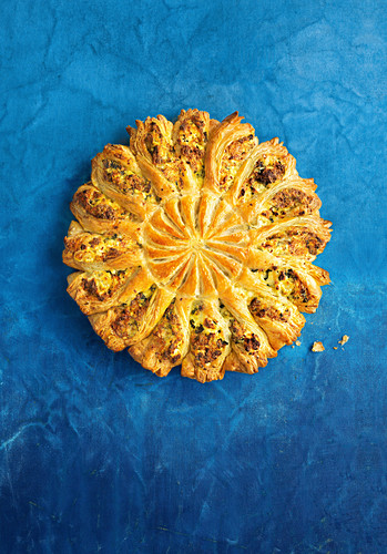 Spinach and ricotta pull-apart sunshine pie