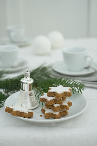 Cinnamon stars and Christmas decorations on a plate