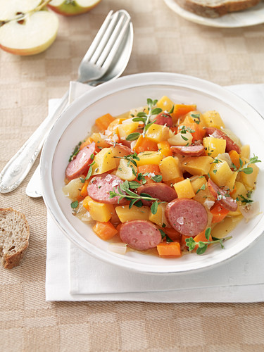 Apple and turnip stew with metwurst