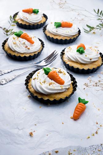 Vegan carrot cakes for Easter
