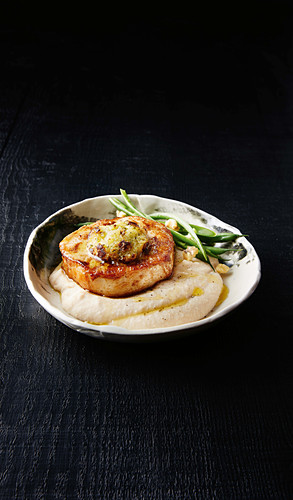 Pork mignons with apple and white bean puree