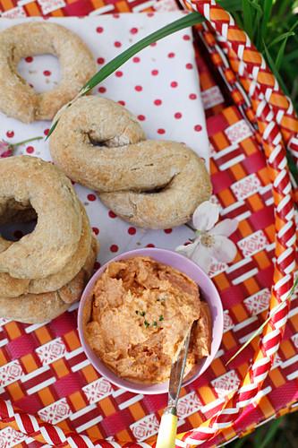 Tomato cream and sesame bread for a summer picnic