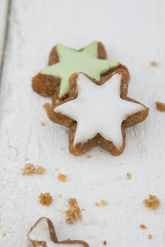 Cinnamon stars with white and green icing