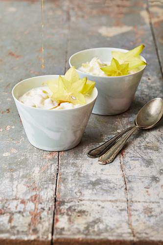 Quark cream with star fruit