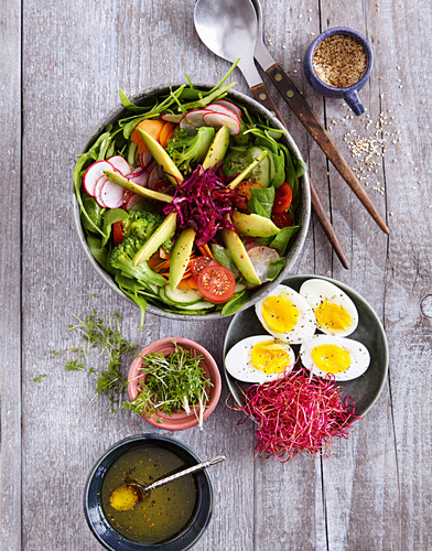 Buddha bowl with egg (low carb)