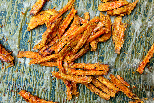 Roasted sweet potato strips with a curry crust