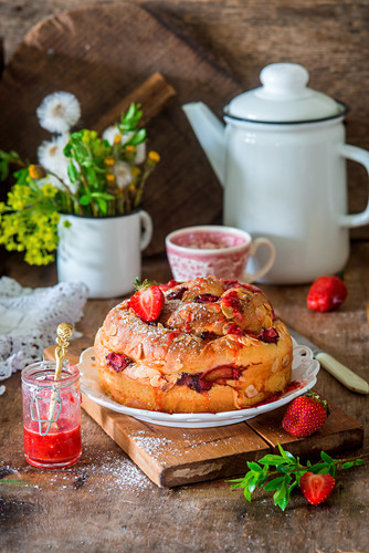 Yeast cake with strawberry and almond flakes