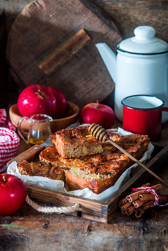 Apple oatmeal cake with honey