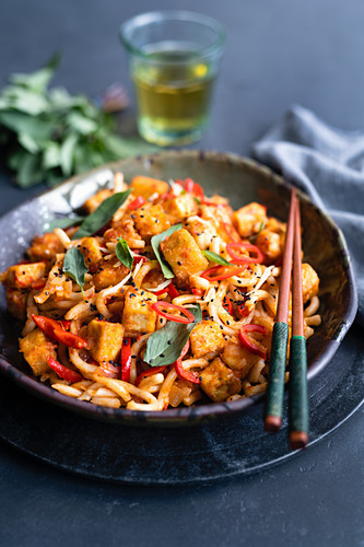 Udon noodles with crispy tofu cubes, chili and Thai basil (Asia)