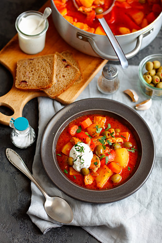 Goulash with potatoes, pepper and olives