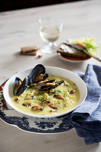 Dutch mussel and chicken soup