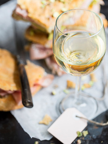 A glass of white wine and pizza bread