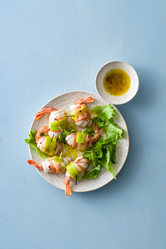 Sole rolls with prawns and leek