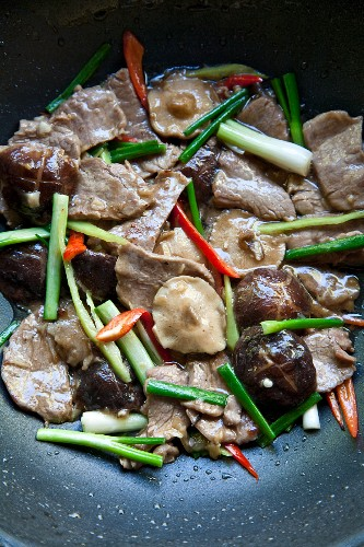 Nuea Pad Nam Manhoy (beef with shiitake mushrooms in oyster sauce, Thailand)