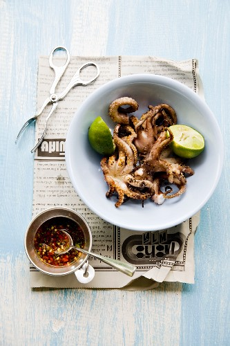 Pla Mük Yang (small grilled squid, Thailand)
