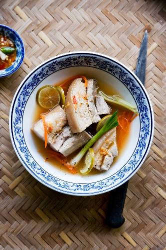 Muh Nüng Manao (Schweinefleisch mit Gemüse und Limette, Thailand)