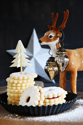 Stacked gluten-free Christmas Hildaplätzchen (jam-filled shortbread biscuits) with a reindeer and a white star