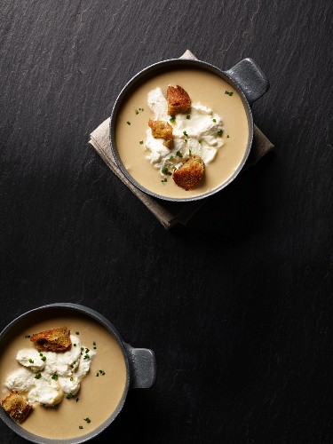 Cream of garlic soup with cream and croutons