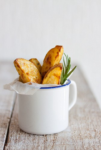 Oven-roasted potato wedges with Italian herbs and olive oil