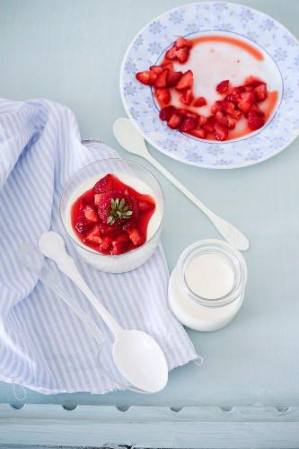 Panna cotta with strawberry sauce