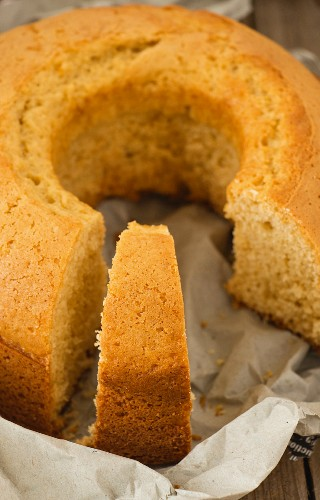 Breakfast cake, sliced (close-up)