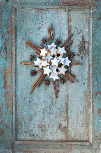 Cinnamon stars, cinnamon sticks and star anise in the shape of the star