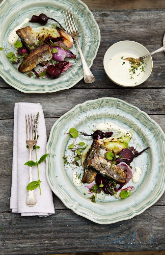 Fried herring with beetroot, onion and sour cream sauce