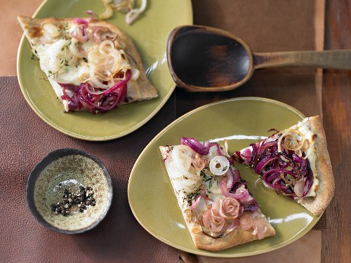 Red-and-white onion cake
