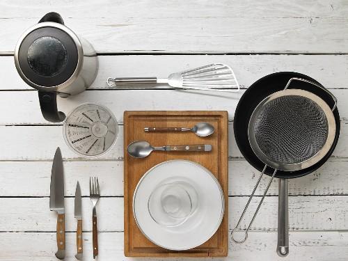 Kitchen utensils for making oriental fried noodles