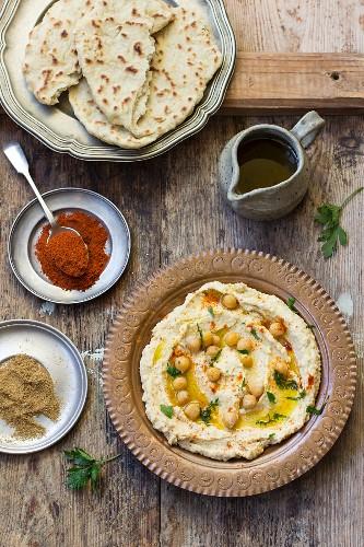 Hummus und Fladenbrot