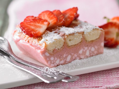 Strawberry & cream cheese slice with ladyfinger biscuits